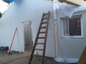 Küchenfenster und Tür zum Flur